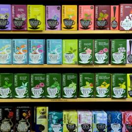 Stort sortiment med över 100 olika sorters téer!